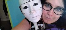 """Lilly wil trouwen met robot die ze zelf ontwierp: """"Seks met machine wordt de toekomst"""""""